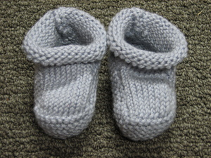 Classic_cashmere_baby_booties_1
