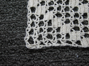 Close_up_of_crochet_square_edge