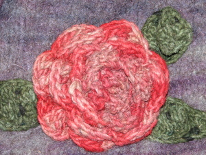 Closeup_of_red_crocheted_flower
