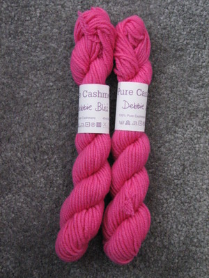 Pure_cashmere_in_shade_07_hot_pink_1